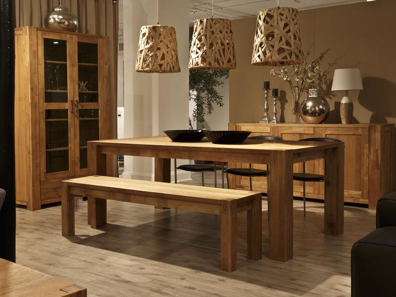 dřevěná jídelna
